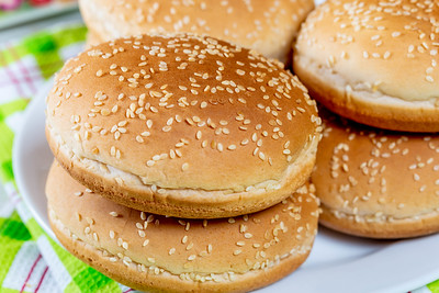 stack of empty burger buns, photo by Marco Verch